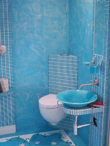 Rivestimento completo del bagno con resina e graniglia